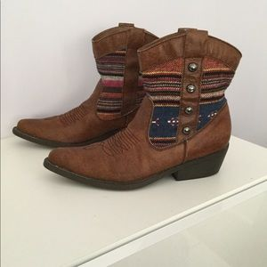 Madden Girl super cute short cocoa cowboy boots.